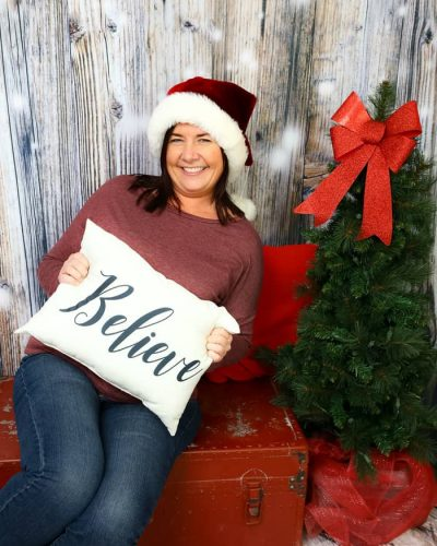 Dena Barlow 2019 xmas headshot therapist